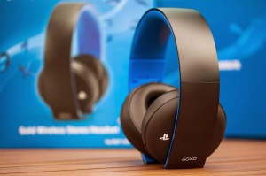 PlayStation-Gold-Wireless-Stereo-Headset-4